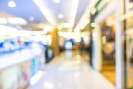 Centro commerciale astratto della sfuocatura nell'interno del grande magazzino per lo sfondo Archivio Fotografico