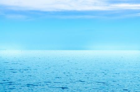 cielo y mar: Pac�fica es un mar azul Foto de archivo