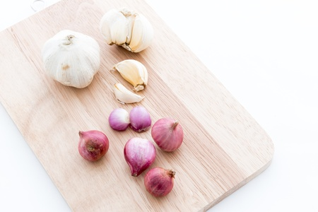 Garlic , Red onion on Chopping block wood and isolated on white background Stock Photo - 21173380