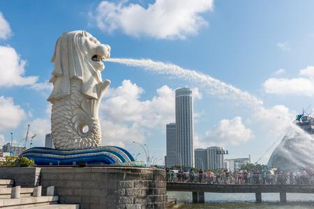 싱가포르 - 2014년 6월 20일 : 낮 싱가포르의 랜드 마크 머라이언