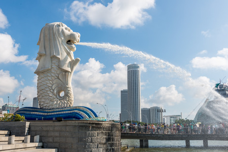 singapore culture: SINGAPORE - JUNE 20, 2014: Singapore landmark Merlion with daytime