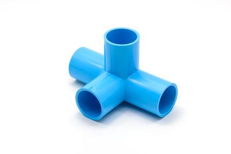 kunststoff rohr: PVC-Rohrverbindungen und Rohrschelle auf wei�em Hintergrund