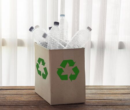 envases plasticos: Recycling Cardboard box filled with clear plastic containers