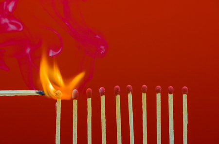 Burning matchsticks setting fire to its neighbors, a metaphor for ideas and inspiration 版權商用圖片