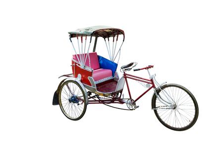 Thailand Rikscha drei, rote Farbe Vintage orientalische Rikscha Taxi, isoliert auf weißem Hintergrund