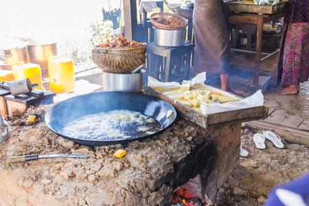 PrEP: Preparing lunch at a weekly market on Inle Lake, Myanmar (Burma)