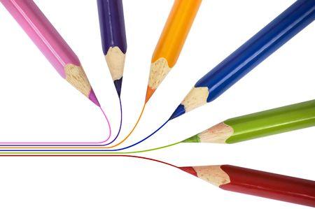 allen: Fractie van scherpe potloden verschillende kleuren wijst binnenkant van de cirkel. Geïsoleerd op witte achtergrond. Stockfoto