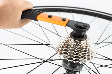 hand crank: hand using tools to install bicycle rear crank set