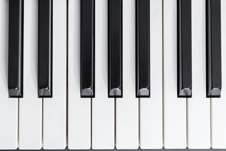 teclado de piano: primer plano de piano eléctrico