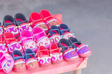 tribu: Zapatos de Hmong Hill Tribe hecha a mano para ni�os