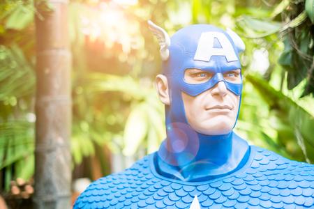 Chiang Mai, Tailandia - el 13 de octubre: Cierre de modelo de Capitán América en el jardín el 13 de octubre de 2016 en Chiang Mai, Tailandia
