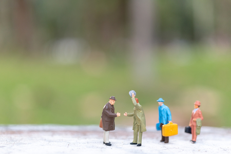 Miniature people : Traveler walking on street  , Travel and Adventure concepts. Imagens
