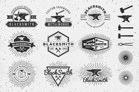 Logo d'insigne de forgeron et de métallurgie vintage moderne