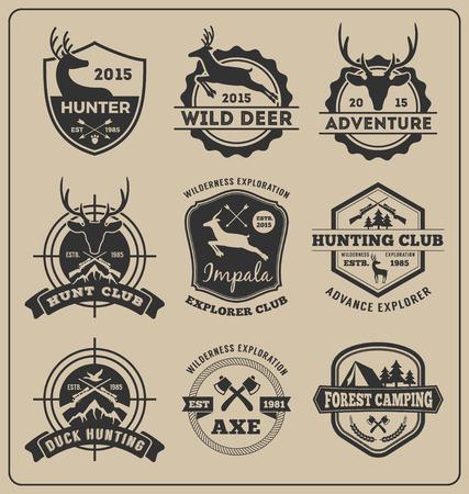 Ensemble de création de logo insigne monochrome chasse et aventure pour la création d'étiquettes emblème, insignes, autocollant Illustration vectorielle redimensionnable et tous types utilisent une police gratuite Logo