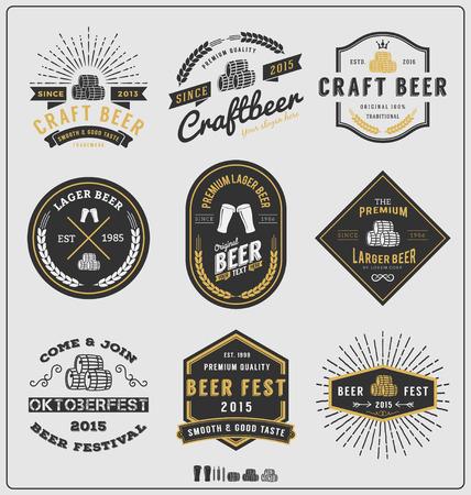 vasos de cerveza: Conjunto de placa cerveza del vintage y etiquetas de plantilla design.Vector ilustración