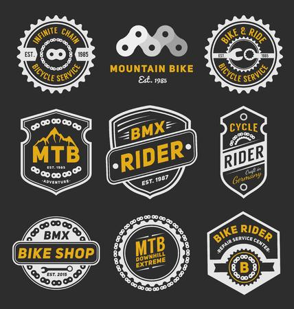 bicicleta: Conjunto de placa de bicicleta de diseño de logotipo plantilla para logotipo, etiqueta, camiseta, sello, etiqueta, banner y otro diseño. Ilustración vectorial