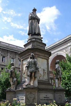 leonardo davinci: Leonardo Davinci Statue in Milan, Italy Editorial