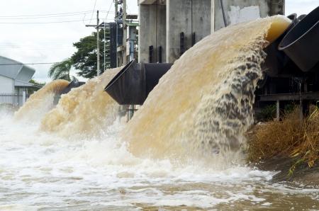 bomba de agua: tubos de gran bomba de agua de inundaci?n de agua y desag?e