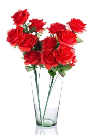rosas rojas: bouquet of plastic red roses in glass jar isolated on white background Foto de archivo