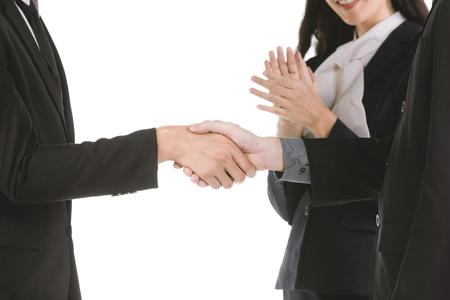 Geschäftsleute, die Hände rütteln, eine Sitzung beenden, isolieren auf weißem Hintergrund. Standard-Bild