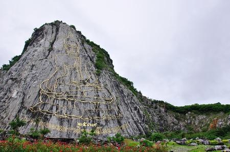edad de piedra: La escultura de la imagen de Buda en el acantilado