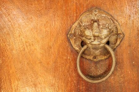 leeuwenkop, messing deurklopper Stockfoto - 11072378