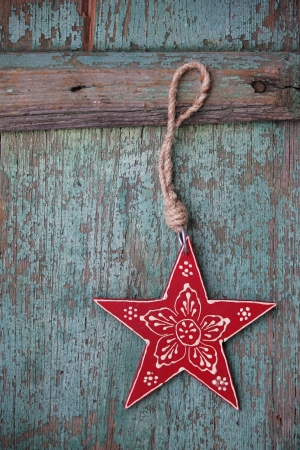Nostalgic red Christmas star with flower ornament and vintage background 写真素材