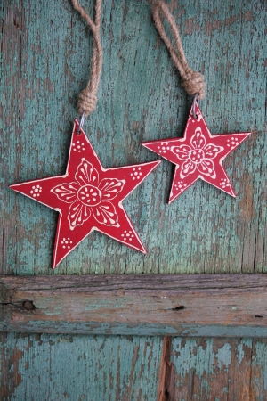 Nostalgic red Christmas star with flower ornament and vintage background Banco de Imagens