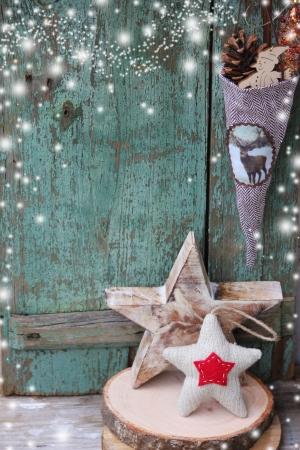 estrella de navidad: Estrella de Navidad sobre fondo de madera Vintage tarjeta de Navidad