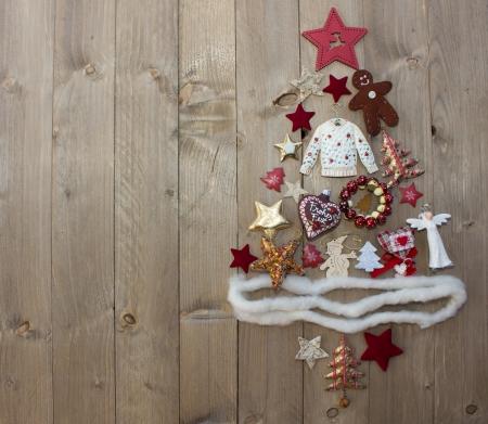 木製の背景上にクリスマス ツリー