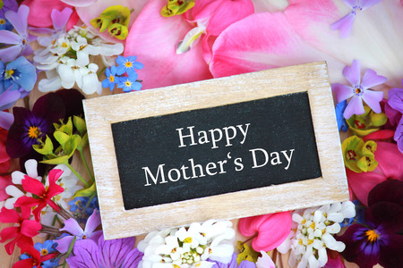 mother: Happy Mothers Day garland
