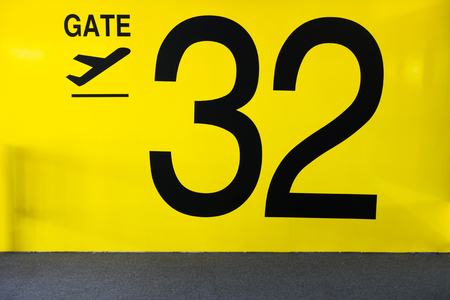 Airport Gate Sign Airport Gate Sign With number 32 Standard-Bild
