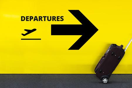 Flughafen-Schild mit Flugzeug-Symbol, Pfeil und beweglichem Gepäck Standard-Bild - 72492496
