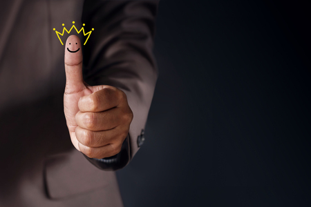 Customer Experience Concept, Best Excellent Services Rating for Satisfaction present by Thumb of Client with Crown and Smiley Face icon Foto de archivo