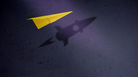 Empresa de puesta en marcha y motivación en concepto de negocio. Aviones de papel volando con sombra de cohete sobre la pared Foto de archivo