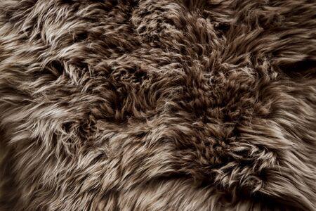 Nahaufnahme der braunen Pelzbeschaffenheit. Glatter, flauschiger und weicher Hintergrund Standard-Bild