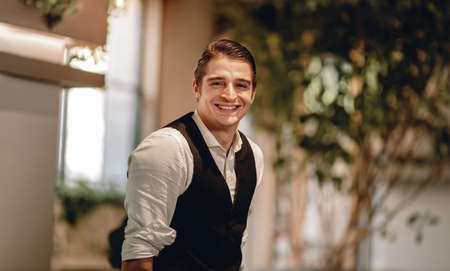 Portrait of a Smiling Caucasian Businessman, Look into the Camera in Comfortable Posture Imagens