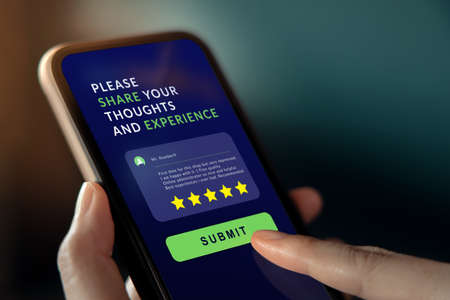Customer Experiences Concept. Woman Using Mobile Phone to Giving Feedback via the Internet. Positive Review. Client Satisfaction Surveys Standard-Bild