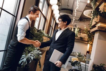 Happy Diversity Business People making Handshake Greeting. Partnership or Teamwork Concept Standard-Bild