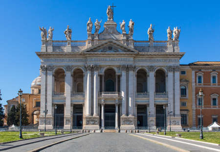 Following the coronavirus outbreak, the Italian Government has decided for a massive curfew. Now, even usually touristic spots like the San Giovanni basilica are totally deserted
