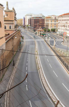 Rome, Italy - following the coronavirus outbreak, the Italian Government has decided for a massive curfew, and cities like Rome look like ghost towns. Here in particular the empty streets of Rome 版權商用圖片 - 144087653