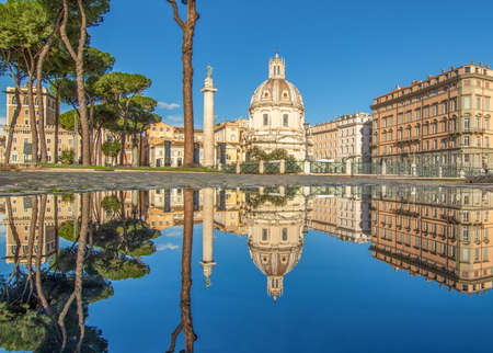 Rome, Italy - in Winter time, frequent rain showers create pools in which the wonderful Old Town of Rome reflect like in a mirror. Here in particular Via dei Fori Imperiali Sajtókép