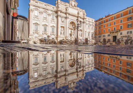 Rome, Italy - in Winter time, frequent rain showers create pools in which the wonderful Old Town of Rome reflect like in a mirror. Here in particular the Trevi Fountain 新聞圖片