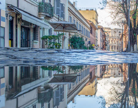 Rome, Italy - in Winter time, frequent rain showers create pools in which the wonderful Old Town Rome reflects like in a mirror. Here in particular the mirror effect 版權商用圖片 - 163759486