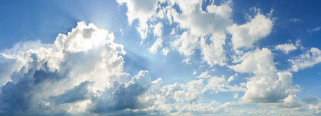 Panoramic View of Summer Blue Sky and White Clouds on sunny Day as Background 免版税图像 - 126779137