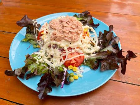 Tuna salad on a blue plate Standard-Bild