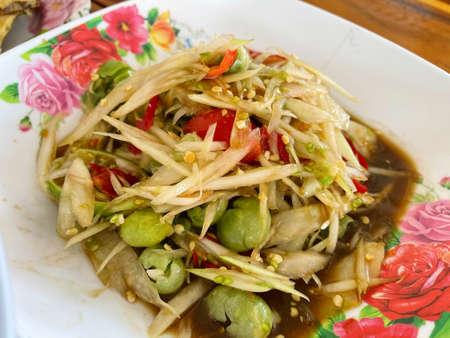 Thai papaya salad with fermented fish Standard-Bild