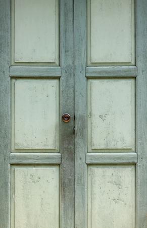 puerta verde: