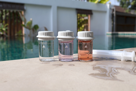 balanza de laboratorio: Herramienta de análisis de agua en la natación pool.jpg
