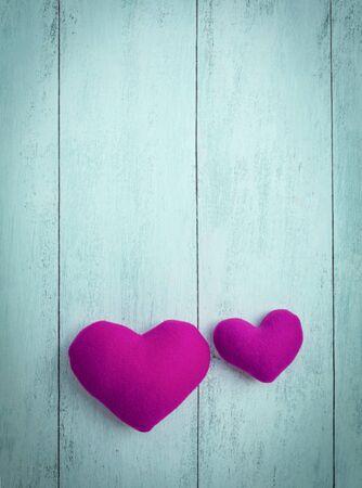 Resumen de fondo de los corazones rosados ??en el fondo de madera